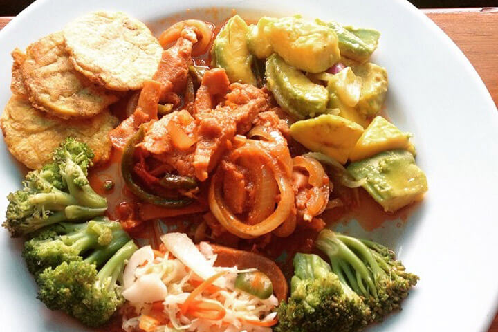 Lambi an s s kreyol haitian conch in creole sauce - French creole cuisine ...